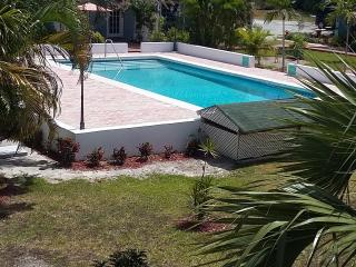 Devonshire 13B 1 Bedroom With Pool - Nassau vacation rentals