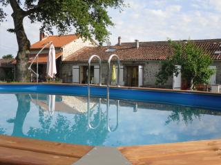 Cozy 3 bedroom Guest house in Bellac with Internet Access - Bellac vacation rentals