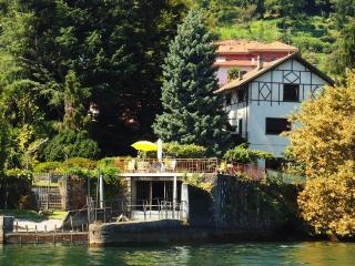 Villa Statal Lake Maggiore villa fo rent - Rent this house with Rentavilla.com - Meina vacation rentals