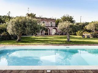Villa Rosalia holiday vacation large villa rental italy, sicily, near catania, mt etna, pool, wi-fi, air conditioning, short term long - Milo vacation rentals