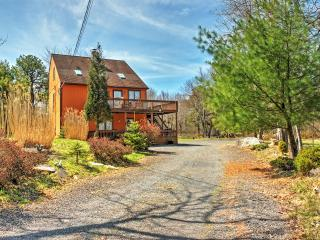 New Listing! Spacious 4BR Blakeslee House w/Wifi, 2 Wrap-Around Porches & Charcoal Grill - 15 Minutes to Skiing & Just a 1-Minute Walk to the Lake! - Blakeslee vacation rentals