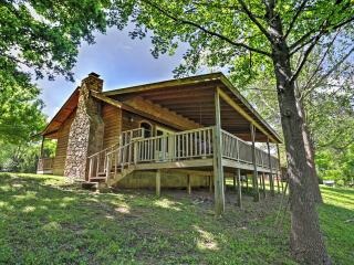 New Listing! 'River Bend Cabin' Sensational 2BR Mountain View Cabin w/Private Porch, Hot Tub & Amazing White River Views - Close to Outdoor Activities & Historic Shops in Town Square! - Mountain View vacation rentals