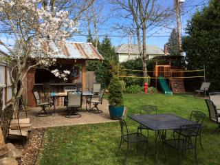 5 bed Craftsman with spa, game room, lg. BBQ area - Portland vacation rentals