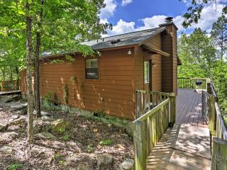 New Listing! 'Dreamcatcher Cabin' Incredible 2BR Mountain View Cabin w/Private Deck, Wood-Burning Fireplace & Stunning Bluff/River Views - Close to Phenomenal Fishing & Quaint Shops! - Mountain View vacation rentals