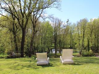 Le Jardin de la Berlande - Gites avec SPA dans superbe parc - - Melle vacation rentals