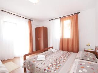 TH01516 Apartments Mira / One Bedroom A1 - Splitska vacation rentals