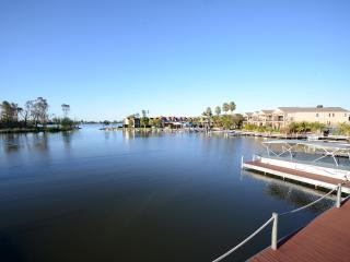 Nice 3 bedroom Mulwala Condo with A/C - Mulwala vacation rentals