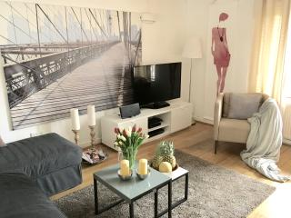 NEW COVENT GDN 3BED! LUXURY/priv terrace 3min tube - London vacation rentals