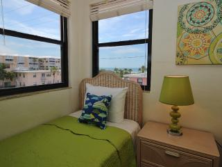 Perfect Condo with Internet Access and Balcony - Saint Pete Beach vacation rentals