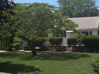 Charming 2 bedroom House in Hampton Bays - Hampton Bays vacation rentals