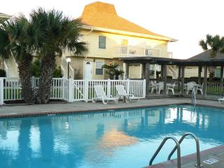 Perfect Location for Your Vacation! Now with Golf Cart Beach Access! - Port Aransas vacation rentals