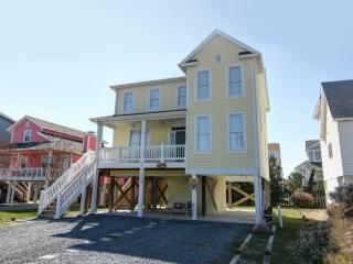 Bright 4 bedroom House in Holden Beach with Deck - Holden Beach vacation rentals