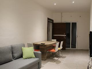 Modern Central Unit, A/C, Cable TV, Wifi, Sleeps 7 - Sliema vacation rentals
