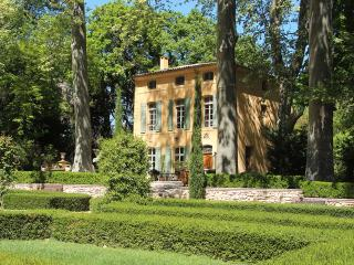Stunning 5 Bedroom 18th century Villa - 25m pool - Aix-en-Provence vacation rentals