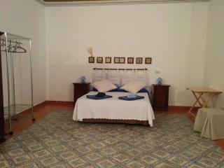 Casa del Baronello nel centro storico di Palermo - Palermo vacation rentals
