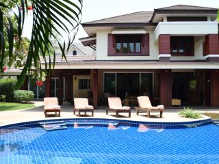 Luxury 8 bedroom Villa with Private Swimming Pool - Chiang Mai vacation rentals