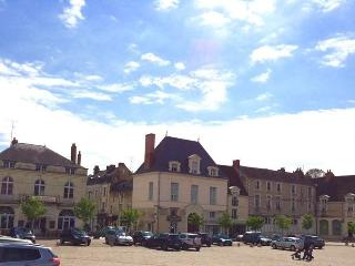 Bright 2 bedroom Richelieu Townhouse with Internet Access - Richelieu vacation rentals