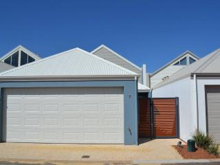 Cozy Townhouse in Busselton with Internet Access, sleeps 6 - Busselton vacation rentals