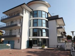 Cozy Condo with Internet Access and Dishwasher in Lignano Sabbiadoro - Lignano Sabbiadoro vacation rentals