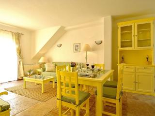 Giddah Yellow Apartment, Albufeira, Algarve - Olhos de Agua vacation rentals