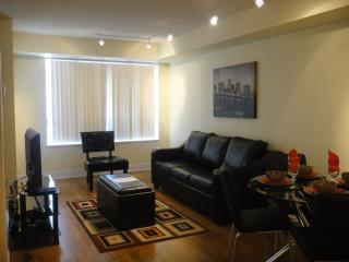 605 - Deluxe One Bedroom Plus Den Blue Jays Way - Toronto vacation rentals