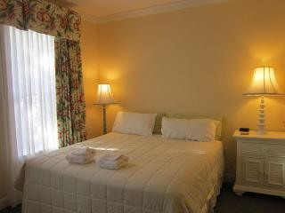 WOW! REUNION 3 Bed/Sleeps 8 -1Minute Walk to Pool - Reunion vacation rentals