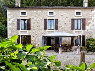 La Varenne Farmhouse Gîte **** Villa & Heated Pool - St Front la Riviere vacation rentals
