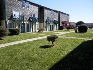 STUDIO LA ROCHELLE ( Plage et Port des Minimes ) - La Rochelle vacation rentals