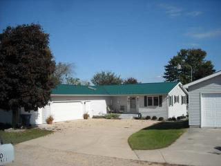 Lakefront Home With Large Yard And Sandy Beach - Gladwin vacation rentals