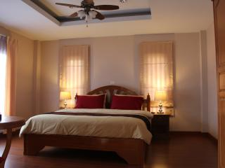 Lisa's Guestroom : room in center of Udonthani - Udon Thani vacation rentals