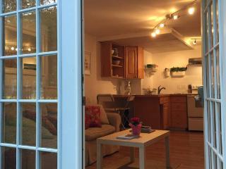 Clean, Convenient, CAPE COD ,includes Beach Pass - Centerville vacation rentals