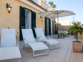 TaoApartments Casa Vittoria - Taormina Sunny Apt. City Center - Taormina vacation rentals