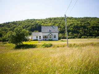 Perfect 4 bedroom Margaree Valley House with Internet Access - Margaree Valley vacation rentals