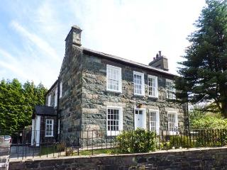 YNYS WEN, Grade II listed cottage, with open fire, off road parking, garden, in - Llanberis vacation rentals