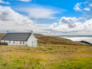LITTLE LAIGHT detached, en-suite, stunning loch views, walks and cycle rides, Stranraer Ref 936471 - Stranraer vacation rentals