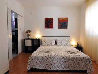 TH02442 Apartments Bojan / Double Room S1 - Baska vacation rentals