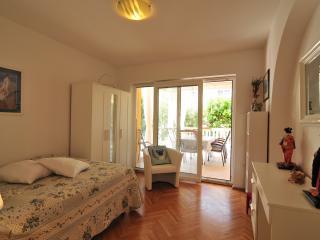TH02442 Apartments Bojan / Three Bedrooms A1 - Baska vacation rentals