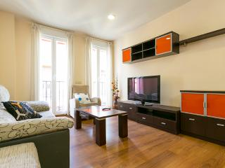 Cozy 2 bedroom Condo in Madrid with Washing Machine - Madrid vacation rentals