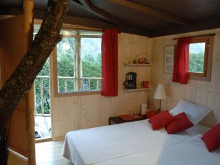 Romantic 1 bedroom Fumay Gite with Parking - Fumay vacation rentals