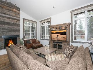 First Light - Gorgeous 3 BR 2.5 Bath Luxury Home in Gray's w/ NEW Hot Tub - Truckee vacation rentals