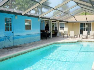 Siesta Beach Cottage 1mi to Siesta w/ shared pool - Sarasota vacation rentals