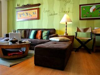 Stylish Unit in Exclusive Shangri-la place - Mandaluyong vacation rentals