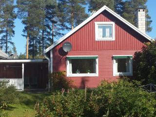 SvU-SanU Villa Tall,140qm bis 8 Pers,Sauna, Garten - Vidsel vacation rentals