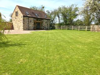 Beautiful Barn with Internet Access and Central Heating - Inkberrow vacation rentals