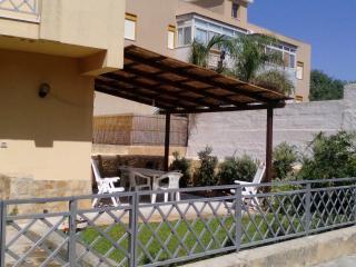 Casa Vacanza Stella Marina a 350 mt dal mare - Lido Signorino vacation rentals