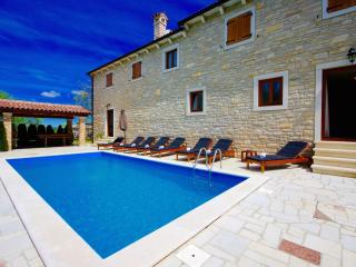 Comfortable 3 bedroom Pazin Villa with Internet Access - Pazin vacation rentals