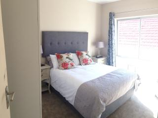 2 bedroom Apartment with Internet Access in Vredehoek - Vredehoek vacation rentals