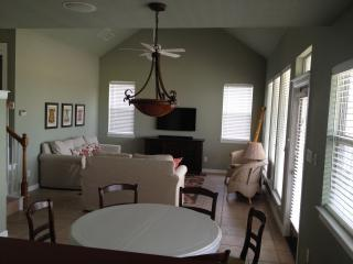 Peaceful Hideaway on Medina Lake - Lakehills vacation rentals