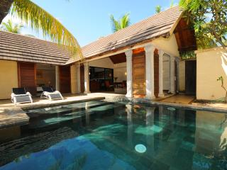 Oasis 8, total privacy on garden and pool! - Pereybere vacation rentals
