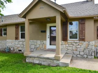 Spacious Home in Heart of Midtown by 15th! $595/wk - Tulsa vacation rentals